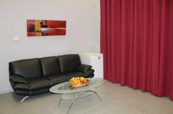 Photo de la grande loge, avec le canapé dans la salle L'intégral